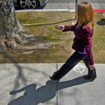「歩きながらスマホ」は規制されるべき!?歩行中の携帯操作失敗例【動画】