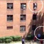 【ヒーロー動画】バス運転手がアパート3階から転落する少女を見事にキャッチ – 米国
