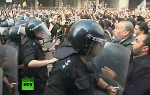 カイロで勃発した反米デモの様子