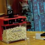 【動画】ポップコーンを口に放り投げてくれるガジェット「Popinator」