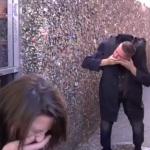 【ドッキリ】首が落ちるマジックで通行人を驚かす、ハロウィンっぽいイタズラ動画