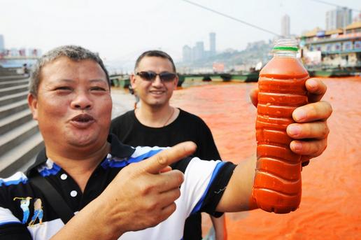 川が赤く染まる2 中国ならではニュース
