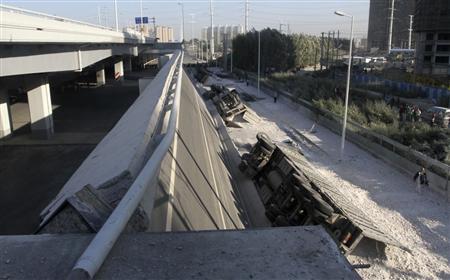 突然橋が崩壊 中国ならではニュース
