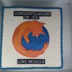 IE10リリース祝い!Firefoxがマイクロソフトに特製ケーキをプレゼント