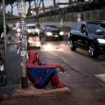不況に苦しむスーパーヒーローやディズニーキャラたちを表現したシュールなアート写真9枚