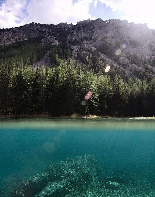 エメラルドグリーンのきれいな湖: 【画像】死ぬまでに訪れたい!冬は公園、夏はエメラルドの湖