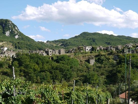 イタリア南部のゴーストタウン