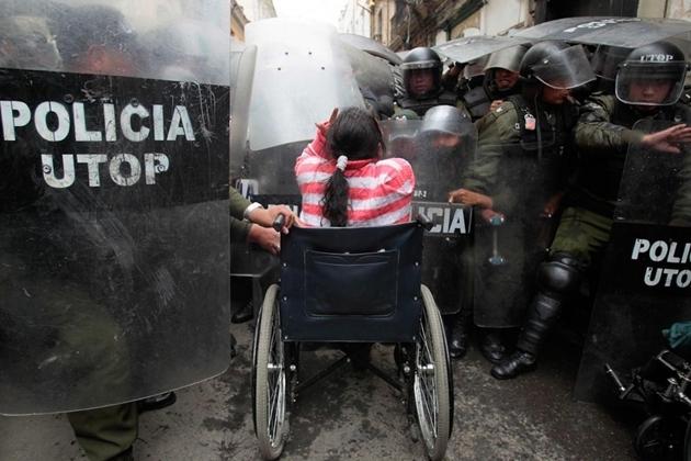 ボリビア 障害者デモ
