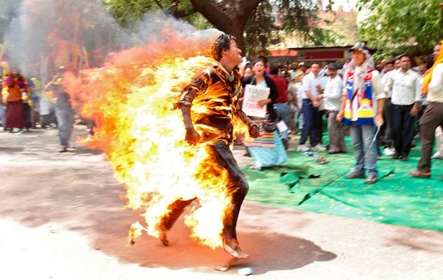 チベット 焼身自殺