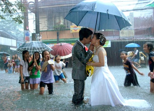 大雨の結婚式