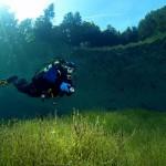 【画像】死ぬまでに訪れたい!冬は公園、夏はエメラルドの湖に変わるオーストリアのグリーンレイク