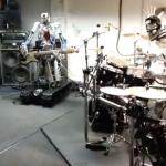 【動画】メンバー全員がロボット、超メタルなバンドが「エース・オブ・スペード」のカバーに挑戦