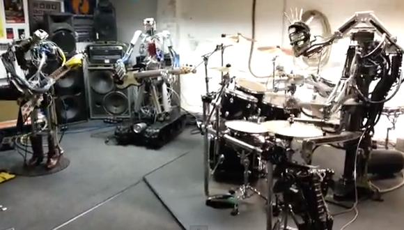 ロボットがヘビメタを演奏。曲はエース・オブ・スペード