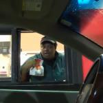 【ドッキリ】透明人間がドライブスルーに登場!店員を驚かすイタズラ動画