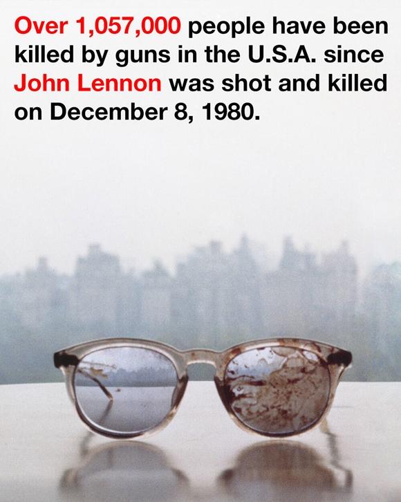 オノ・ヨーコがジョン・レノンの「血のりメガネ」写...