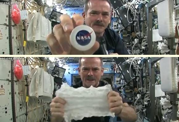 宇宙でタオルをしぼる1