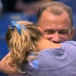 MLB始球式で感動のサプライズ、アフガン従軍兵士が娘とマウンド上で涙の再会