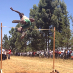 ケニア高校生の走り高跳びの試合がいろんな意味ですごすぎる