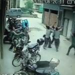 【動画】5階の窓から転落した少女をみんなでナイスキャッチ!! – 中国