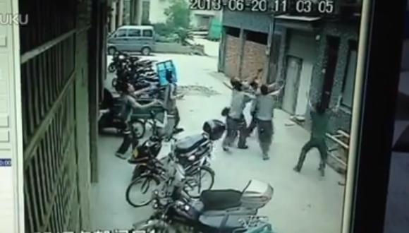 中国 少女転落 キャッチ