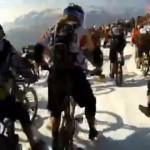 【動画】マウンテンバイクで雪山を駆け下りるのが流行ってるの?