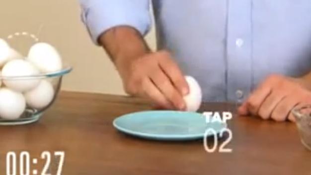 10秒でゆで卵を向く方法1