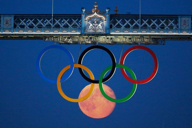 オリンピック 月