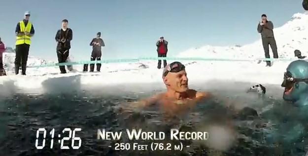 氷の湖をダイブ1