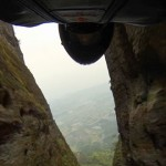 【動画】時速160kmのスリル!!ウィングスーツで岩山の隙間スレスレをくぐり抜け