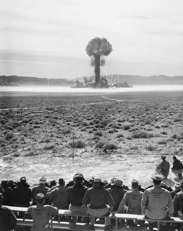 ネバダ州での核実験 o