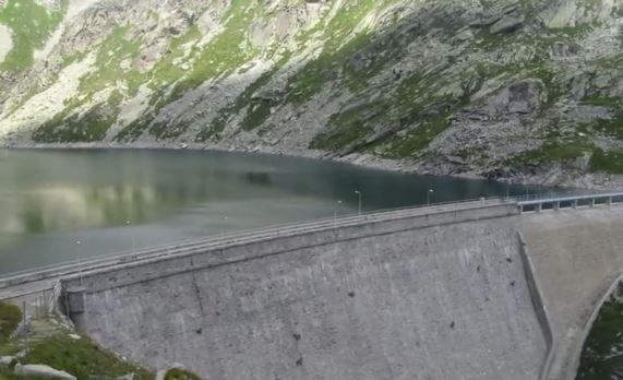 イタリア 山ヤギ 壁1