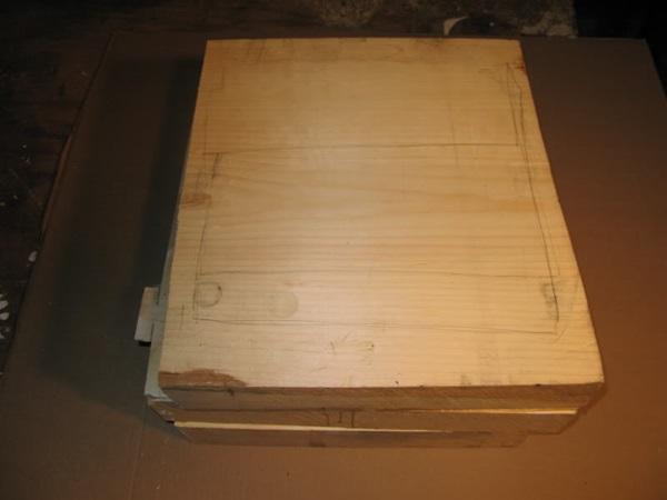 段ボール箱 札束 木3
