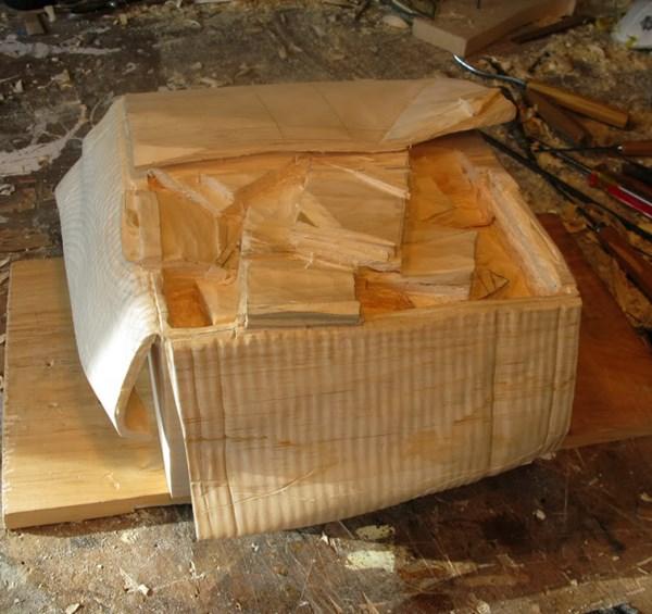 段ボール箱 札束 木8