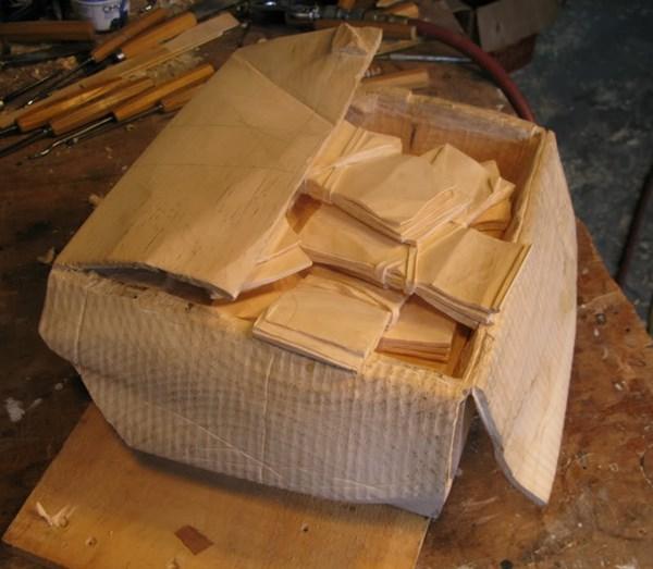 段ボール箱 札束 木9