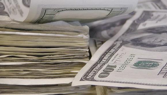 1兆ドルを現金で並べる
