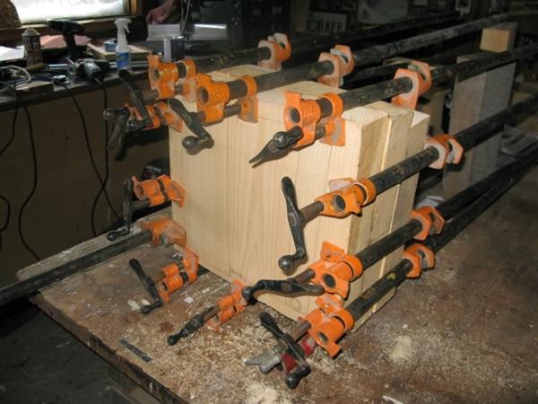 段ボール箱 札束 木2
