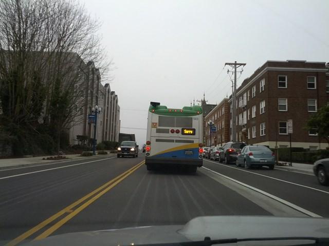 礼儀正しいバス1