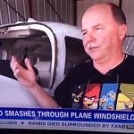 「鳥がフロントガラスを突き破ったんだ」、そう語るおじさんのTシャツがアングリーバード