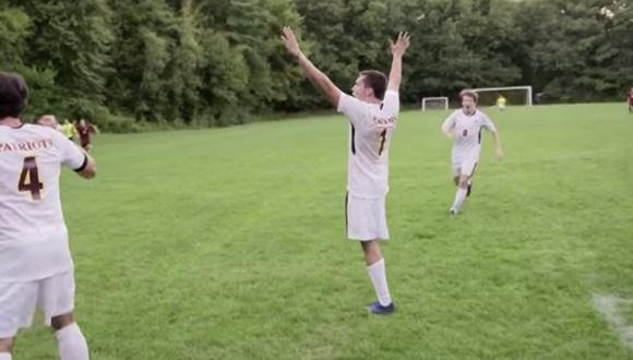 片足のサッカープレーヤー