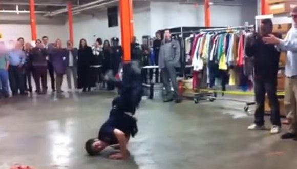 警察官 ブレイクダンス