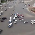 【動画】大きな交差点に信号機がないとこうなる…、エチオピア・アディスアベバ