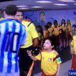 【ワールドカップ】少年ファンを無視?不公平な映像編集でメッシがネット叩きの餌食に