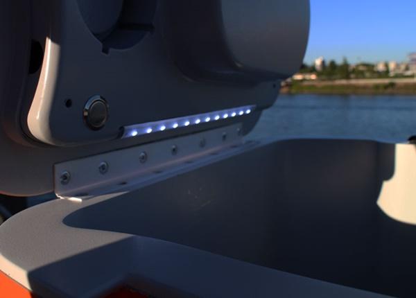 ハイテク クーラーボックス LED