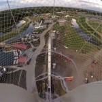 世界一高いウォータースライダーの初滑り映像