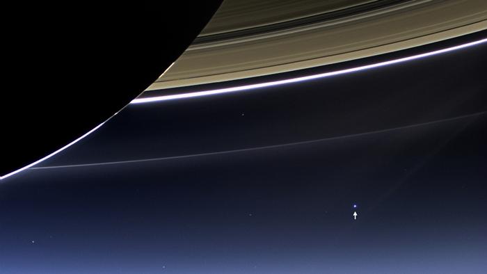 土星から見た地球