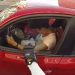 「街を汚すならお前を汚してやる!!」 ポイ捨てドライバーと戦うロシアのバイクガール