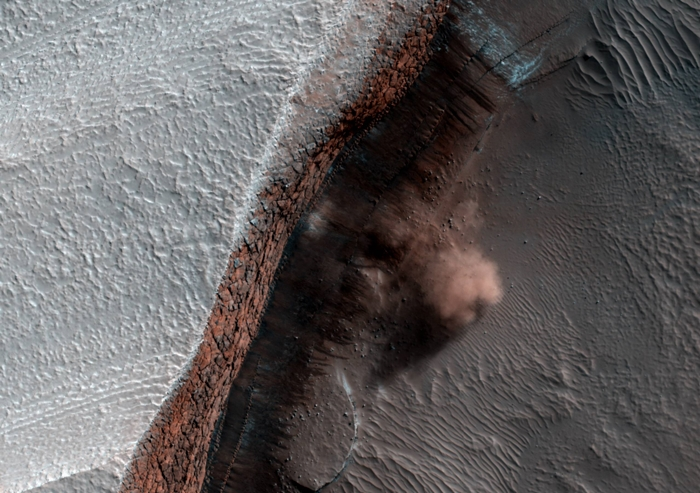 火星 地すべり