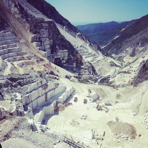 大理石 採石場 カッラーラ