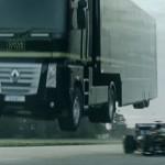 【動画】トレーラートラックがF1カーを飛び越えながらギネス記録のジャンプ