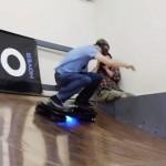 伝説のスケーターがリアル・ホバーボードでミニランプに挑戦!!